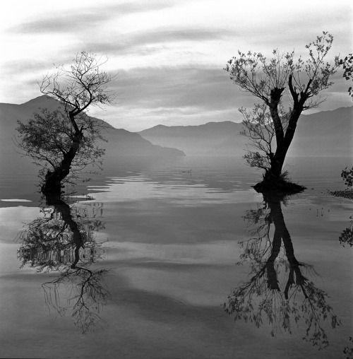 hauntedbystorytelling: Herbert List :: Lake Como, Italy, 1936