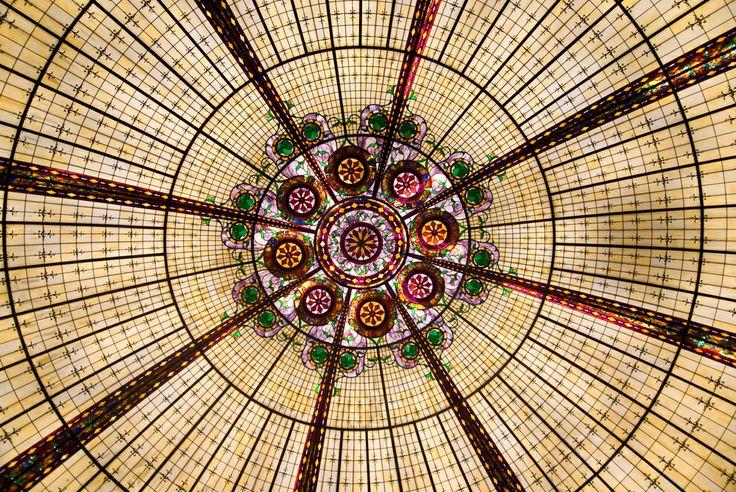 Imagen artística de un vitral en #LasVegas, sitio donde la elegancia gana las calles y los interiores de los grandes edificios.  http://www.bestday.com.mx/Las-Vegas-area-Nevada/ReservaHoteles/