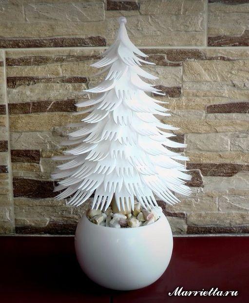 Креативная новогодняя елочка из вилок