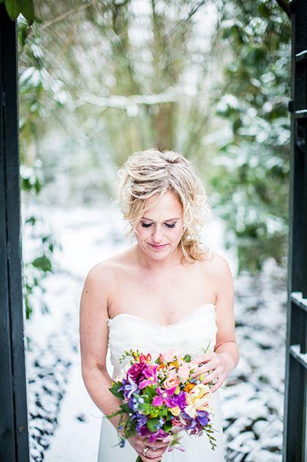 Bruidsboeket bruiloft Eindhoven in de winter, huwelijk, trouwen, winterwedding #bruidsboeket #bruidsfotograaf #bruidsfotografie Dario Endara