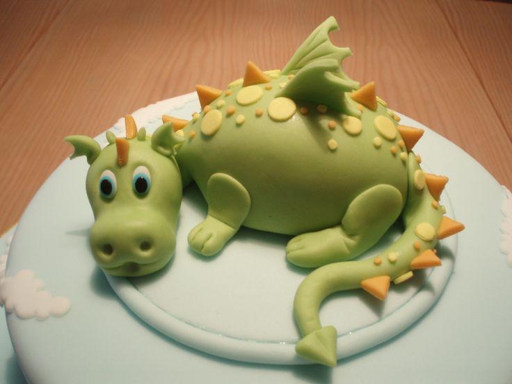https://flic.kr/p/7vBAw2 | DRAGAO/DRAGON CAKE TOPPER | Dragao todo feito em pasta americana.  Dragon cake topper made of sugarpaste.