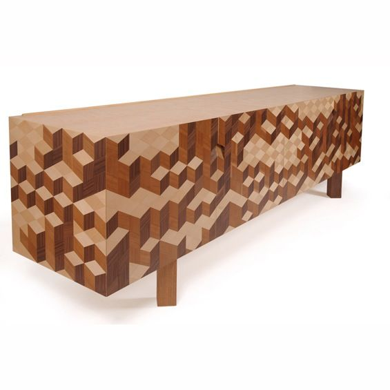 """Le designer Pedro Sousa s'inspire des pièces de marqueterie et imagine """"Causeway"""", un buffet constitué d'une structure en bois massif habillée de contreplaqué et recouvert d'un fin placage dessinant un motif tridimensionnel."""