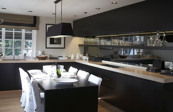 black kitchen flamant style