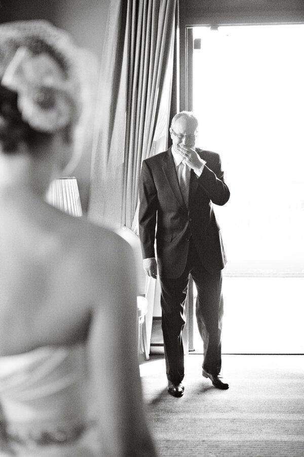 dad's first look at bride
