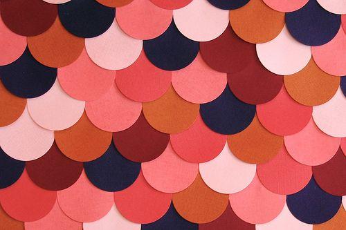 Con papeles de colores puedes hacer originales cuadros para decorar tu hogar...