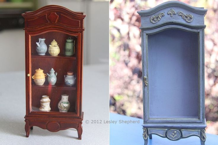 Reelaborado y el gabinete de la casa de muñecas barnizado comparación con su estilo original, triste.