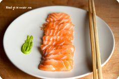 Cómo hacer sashimi de salmón en casa. No hace falta ninguna pieza especial, solo rodajas de salmón! Receta paso a paso