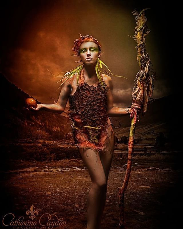 Autumn Witch Model: Violetta Photo: Catherine Cayden . . . #fantasy #nature #photography #witch #wasteland #warrior #magic #brown #waldhexe #catherinecayden #digitalart #photoshop #instsagood #photooftheday