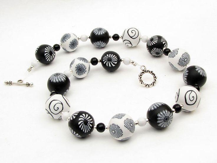 Monochrom necklace, fimo, beads, clay, arcilla, ceramica, schwarz, weiß, Kette Polymer Clay, schwarz weiß Design von filigran-Design   auf DaWanda.com
