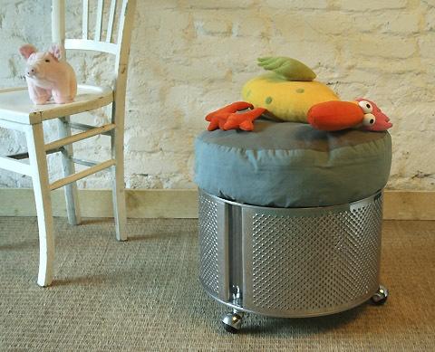 tambour de lave-linge ? transformé en pouf - http://www.espritcabane.com/recup/tambour-machine.php