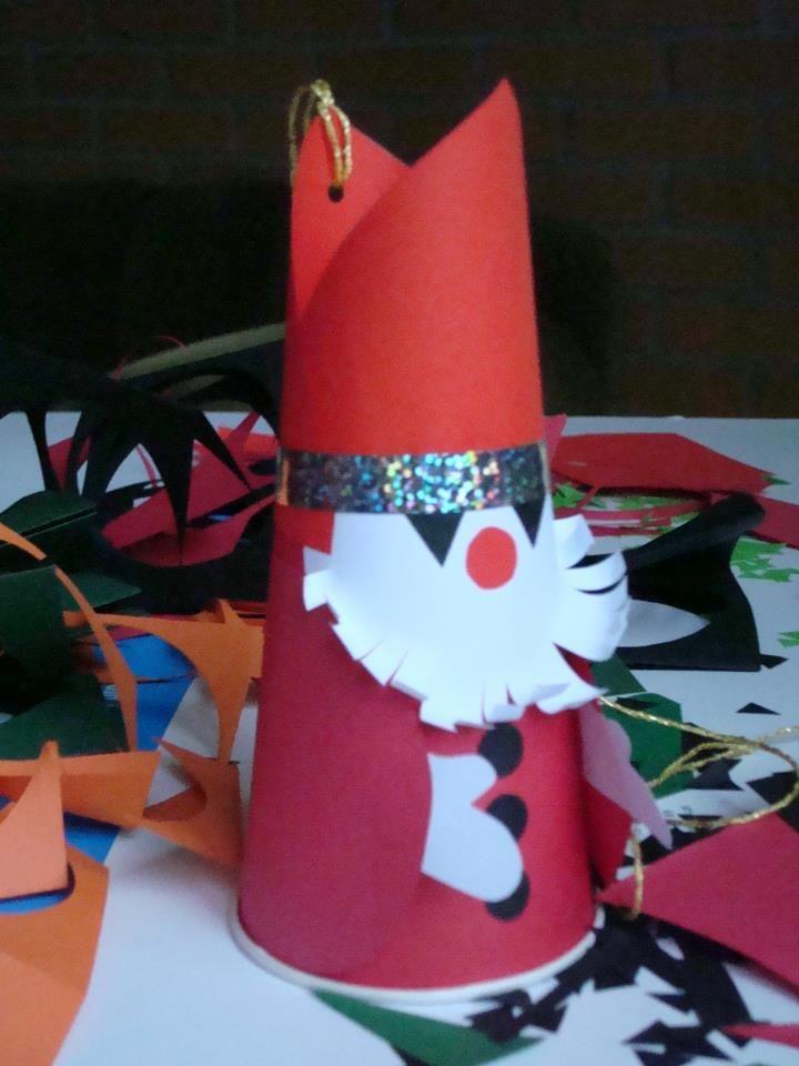 Warsztaty plastyczne na I Świątecznym Spotkaniu mieszkańców Saskiej Kępy.