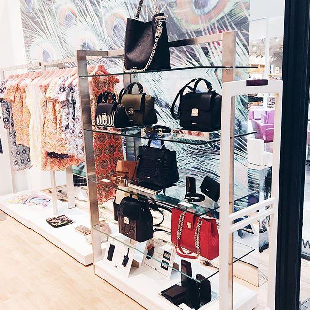 Daca nu ai aflat din live, de astazi gasesti gentile YVY si in @victoria46.store din Constanta. Iar daca mergi astazi la shopping prin Baneasa Shopping City, la Victoria46 gasesti frumusetile din poza ❤️