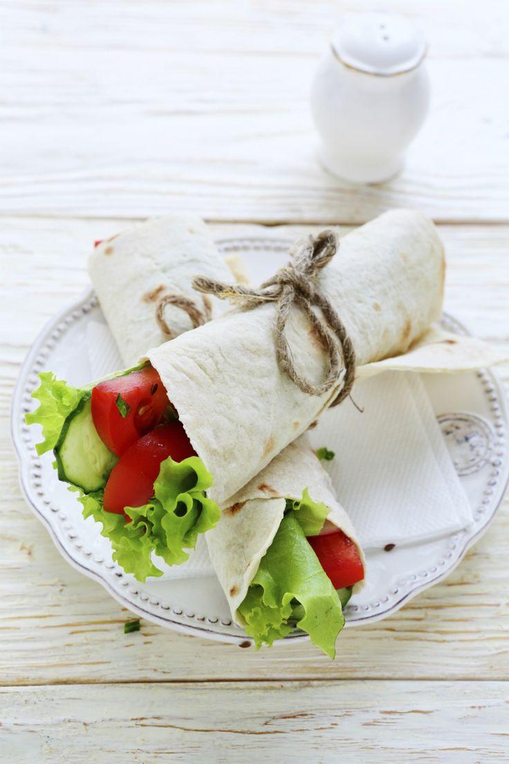 Wraps zijn ideaal voor tijdens de lunch, je kunt ze namelijk vullen met alles wat je lekker vindt en er is genoeg variatie te vinden.Daarom een kleinoverzichtjemet leuke vul-ideeënvoor je tortilla's. En wil je het iets gezonder aanpakken? Kies dan voor meergranen tortilla's! Kip en avocado Als je nog wat restjes kip of kalkoen over […]