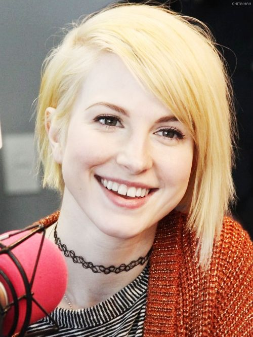 Hayley williams, Bleached blonde hair and Clean face on Pinterest