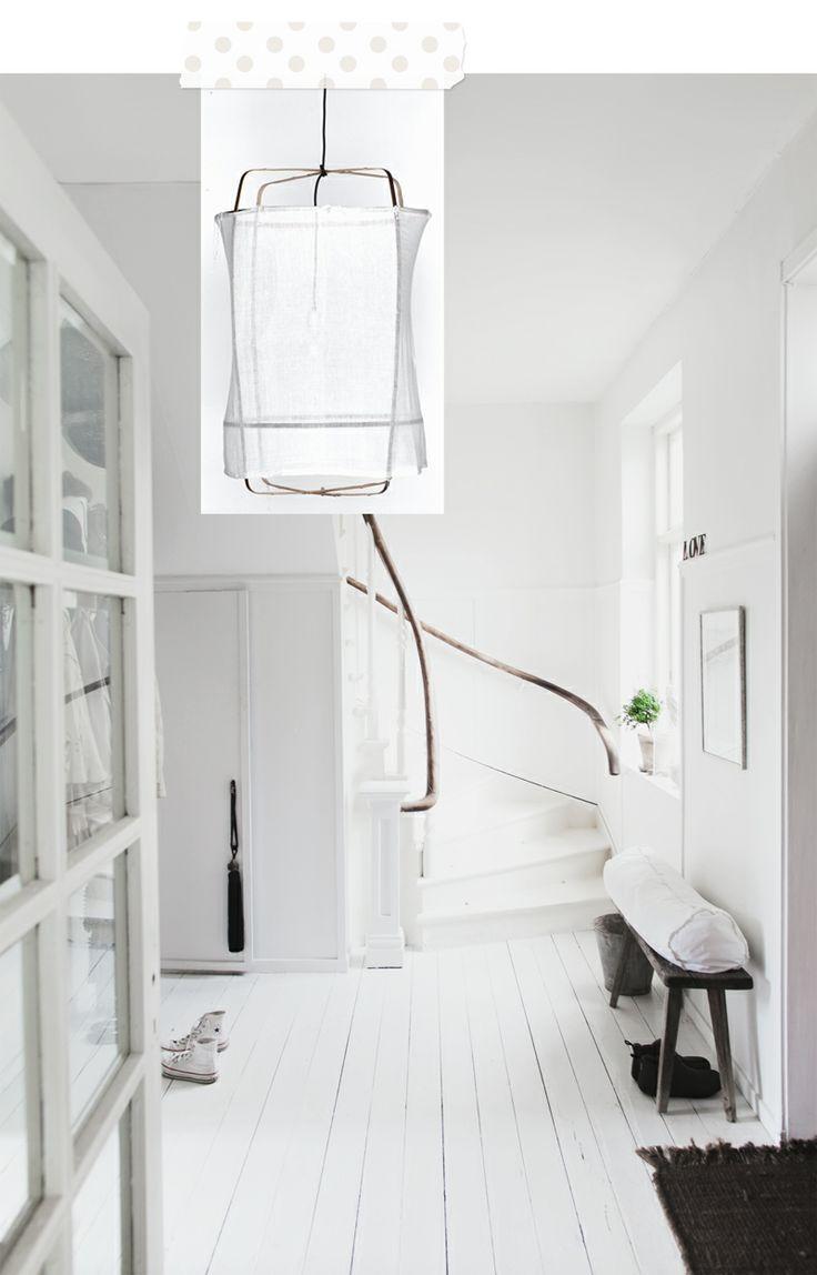 Witte trap ook een optie... De armleuning in de kleur van de vloer.