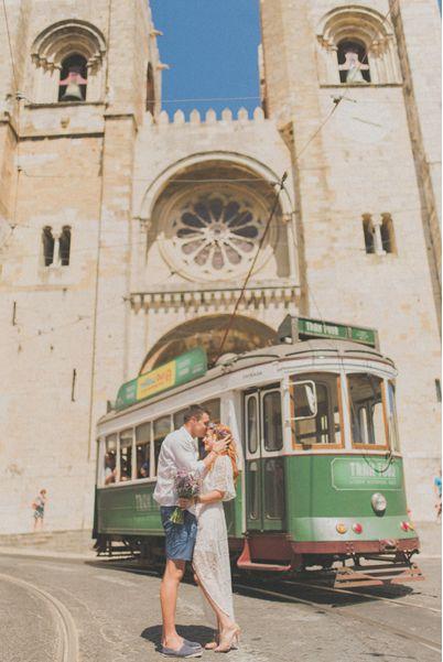 Destination Wedding in Lisbon. Old Lisbon. Sé of Lisbon. Old tram from Lisbon. Wedding in Portugal, Lisbon by Wedding Photographer Adriana Morais