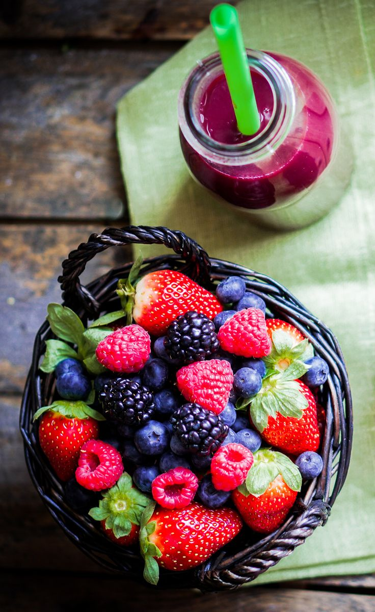 7 days of fast and easy smoothie recipes. Break out the blender!