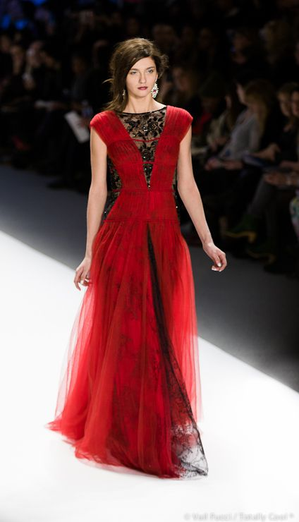 1000  images about Runway: Tadashi Shoji on Pinterest  Lace gowns ...