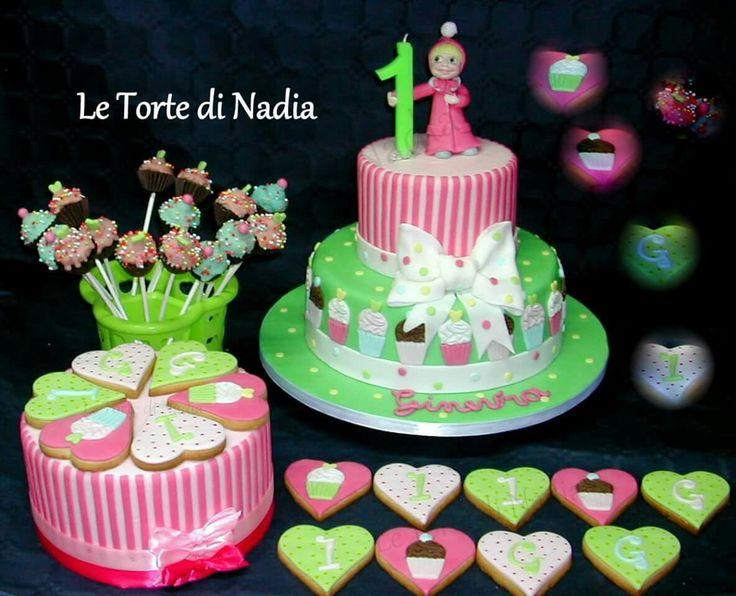 Torta, Biscotti, Cake pops per il primo compleanno di Ginevra. Info: 389 9355816 anche WhatsApp #tortamasha #masha #torteartistiche #torte #cakes #tortebambini #mashacake #tortaprimocompleanno #biscottiprimocompleanno #cakepops