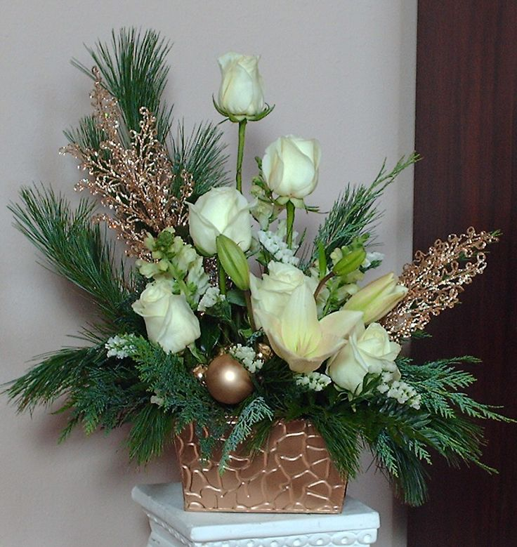 Holiday Centerpieces using gold, green and white