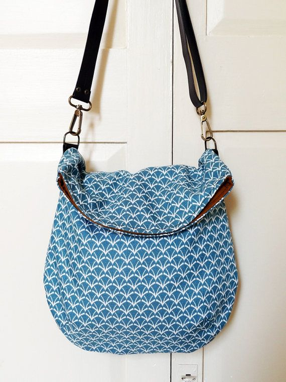 These new style messenger bags are fun - I'd like the flap to be bigger, but hey I'll have to just make my own :)