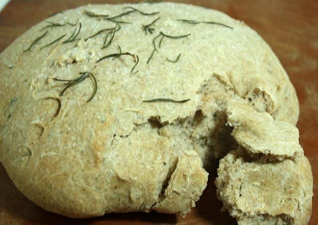 whole wheat rosemary bread... easy!: Wheat Rosemary, Rosemary Wheat, Food, Wheat Bread, Bread Recipes, Breads, Favorite Recipes, Recipes Worth, Rosemary Bread
