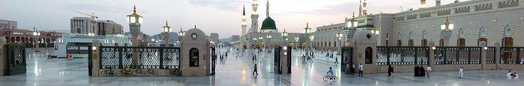 Мечеть Пророка — место захоронения пророка Мухаммеда и вторая святыня ислама (Медина, Саудовская Аравия, 2004 г.).