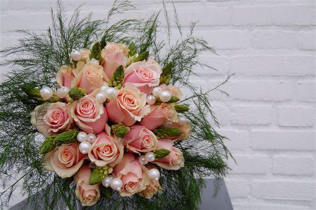 39 best images about bloemschikken decoreren iv gemaakt door klanten on pinterest gerbera - Decoreren van een professioneel kantoor ...