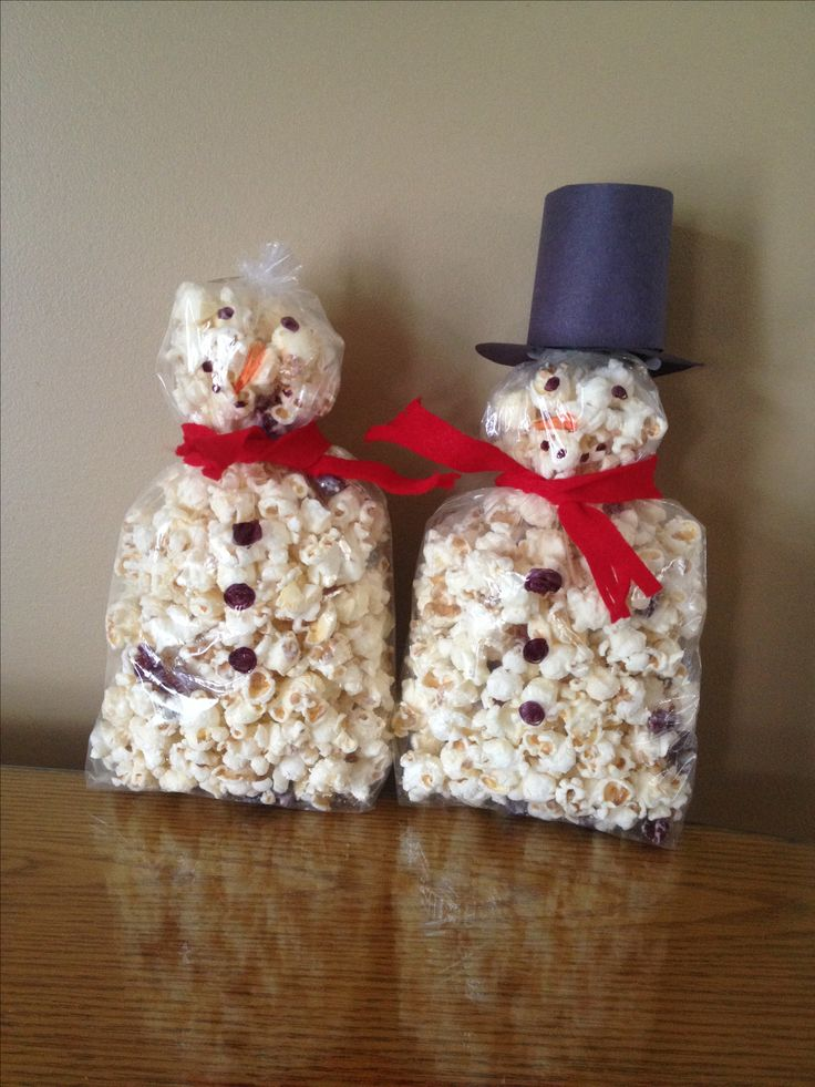 My neighbour gifts... White chocolate popcorn snowmen!!