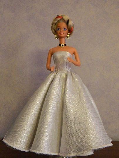 Tutorial: Voilà la robe est terminée, bien entendu vous pouvez l'agrémenter d'un étole en tulle ou tissu ............