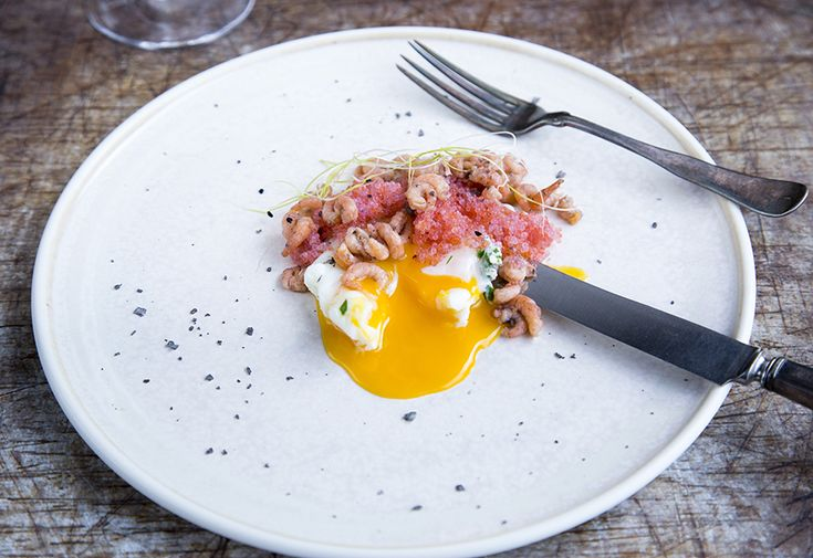 Poached egg and lumpfish roe