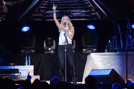 Carrie Underwood Mashes Up 'See You Again' With Wiz Khalifa Song in Concert [WATCH]