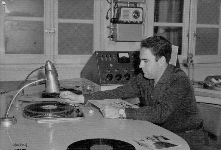 FELICIDADES CON MÚSICA,recuerdos de la radio,locutores radio,años 50 y 60,canciones dedicadas,anuncios antiguos de la radio,programas antiguos de radio