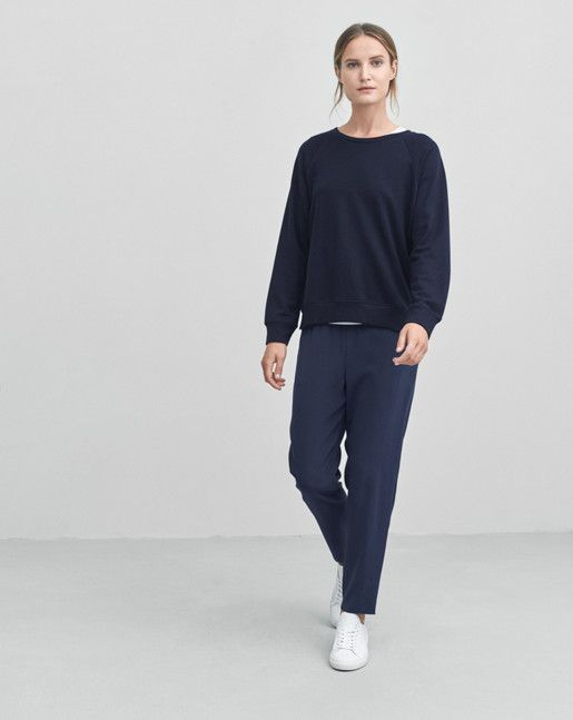 Loose fit sweat style top with split detail the bottom. Comfortable and soft wool tencel jersey with a flattering drape to it.   <br><br> - Sweat style<br> - Loose fit<br> - Wool tencel jersey<br><br>