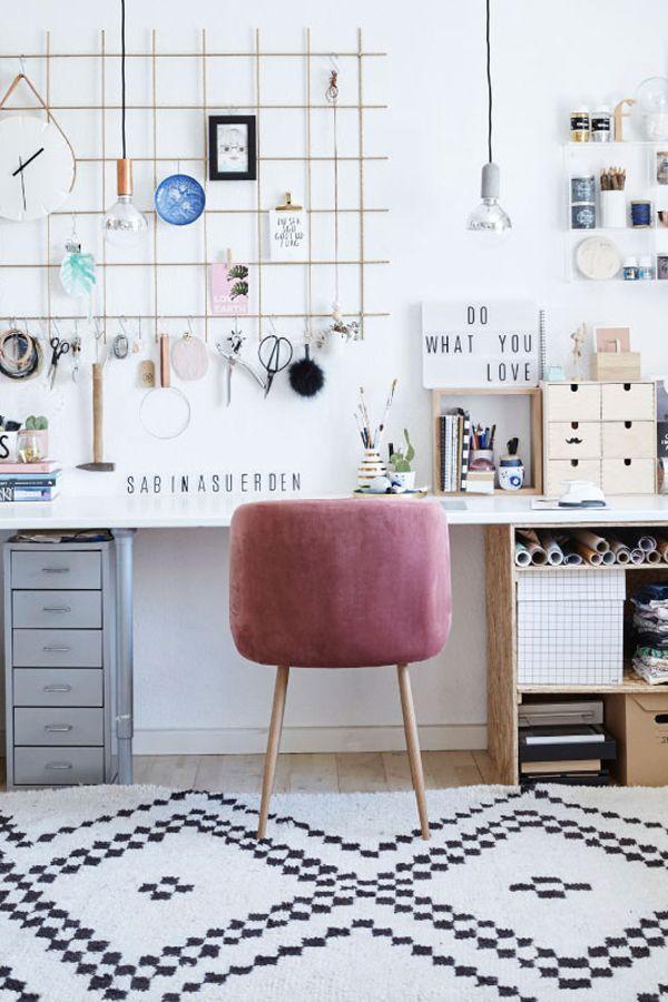Et Kreativt Kontor Med Opbevaring Til Diverse Diy Projekter Homeofficeideas Smavaerelsesdesign Sovevaerelse Ideer Diy Hjemme Diy