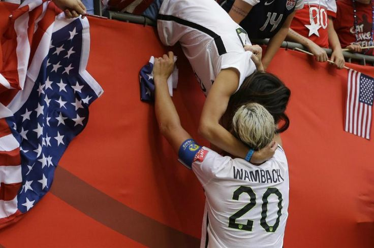 Abby Wambach kisses wife after World Cup win - Yahoo News