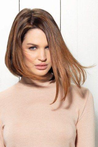 Grand classique de la coiffure, le carré plongeant est un véritable indémodable. Cette coupe un brin femme fatale, est plus longue sur le devant, comme une sorte de dégradé inversé...