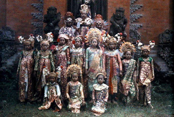 bali 1920s Балийские танцоры перед представлением:
