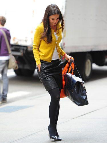 #KatieHolmes ima drzno kombinacijo #jope in usnjenega krila