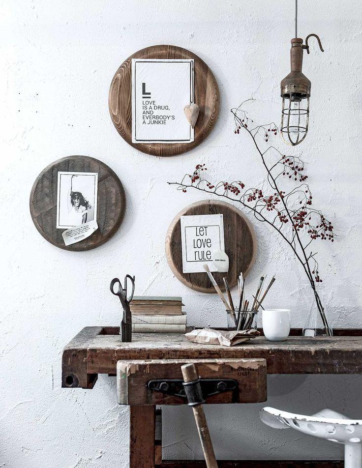 Fotoshoot VTwonen , vergelijkbare industriele oude werkbank van stoer hout te koop bij WWW.OLD-BASICS.NL Webshop voor Brocante , Vintage en Industrieel