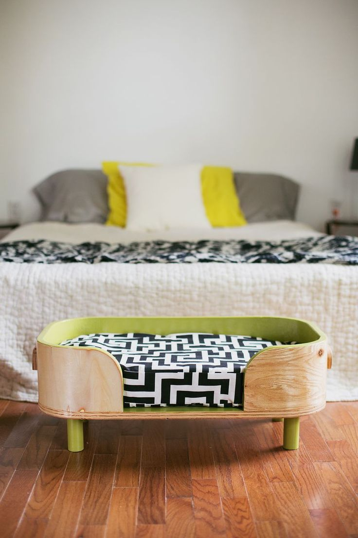 interesting pattern to make curves out of the wood. A cool looking dog bed for our bedroom.