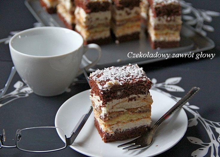 Bardzo lubię ciasta składane, przekładane, nakładane. Sprawia mi to wiele przyjemności. Po prostu lubię ciasta wysokie. Taką oto kostkę rum...