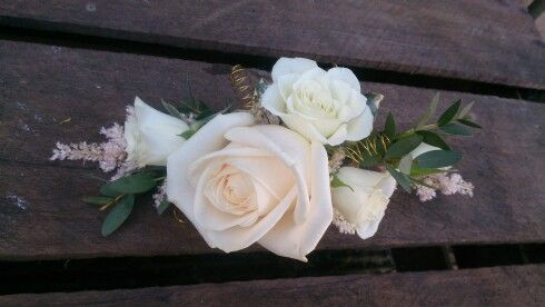 Mother of the Bride corsage by www.ditsyfloraldesign.co.uk - this style can be worn on lapel or placed on the handbag.