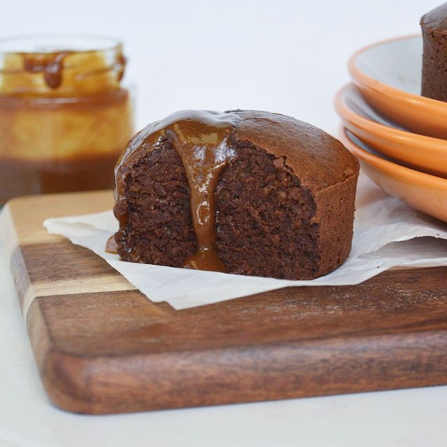 Brownies with caramel sauce - gluten free, dairy free and refined sugar free! #coconutandbliss #brownies #curolifestyle
