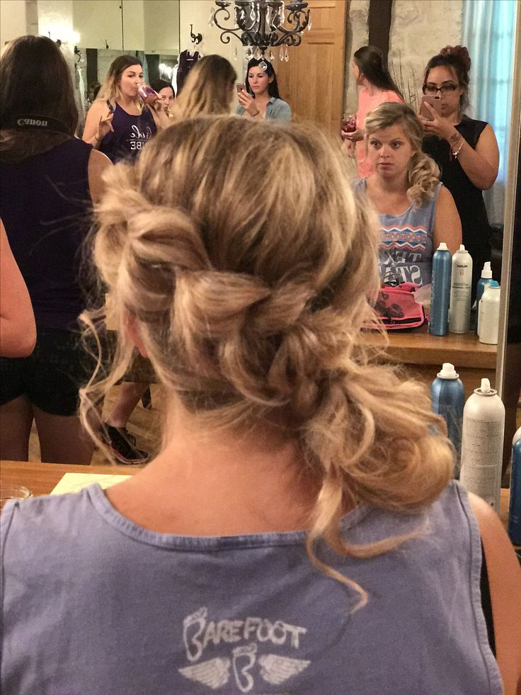 Whimsical, side ponytail for a bridesmaid❤️ This style will stay all day.