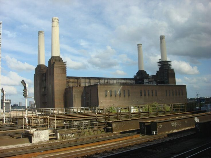 Battersea Power Station - height to top of chimneys - 338 feet