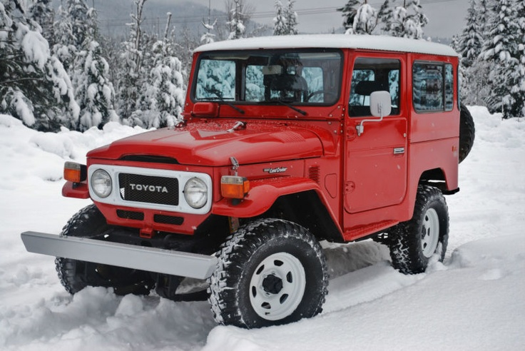 Clean 82 FJ40...How cool?!  Lvn the red.