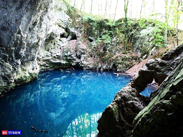 Lacul Dracului, cel mai mare lac de origine carstica din tara, un adevarat monument al naturii, este situat in nordul Muntilor Locvei