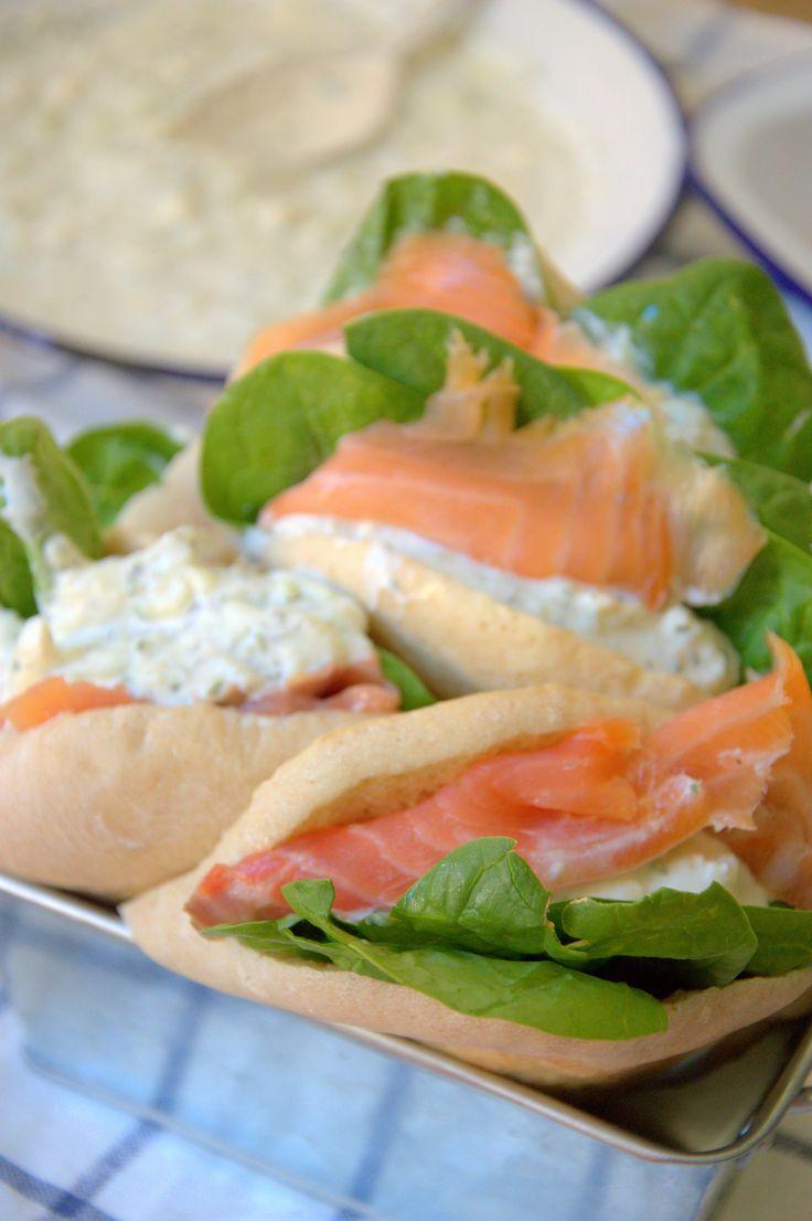 Pan de Pita relleno de salmón al estilo griego