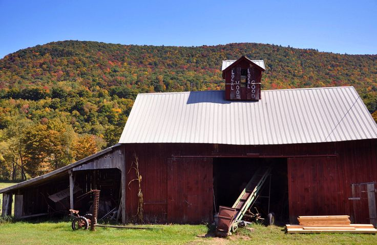 Barn in Sunderland, Vermont during foliage season.